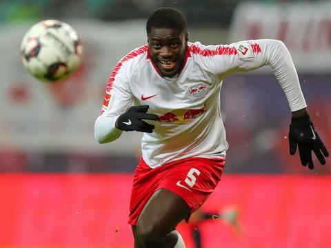 法尔克:乌帕梅卡诺此前曾被推荐给拜仁,但被当时技术总监拒绝