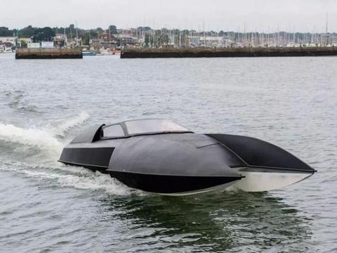 """老外发明""""蝙蝠战车""""快艇,搭载750L发动机,集奢华速度为一体"""