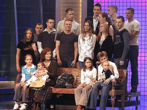 德国65岁高龄产妇已经育有13名子女,近日成功诞下可爱四胞胎