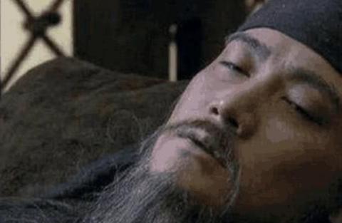 诸葛亮死后举国悲痛,他却仰天大笑,刘禅失控怒道:下去陪他吧