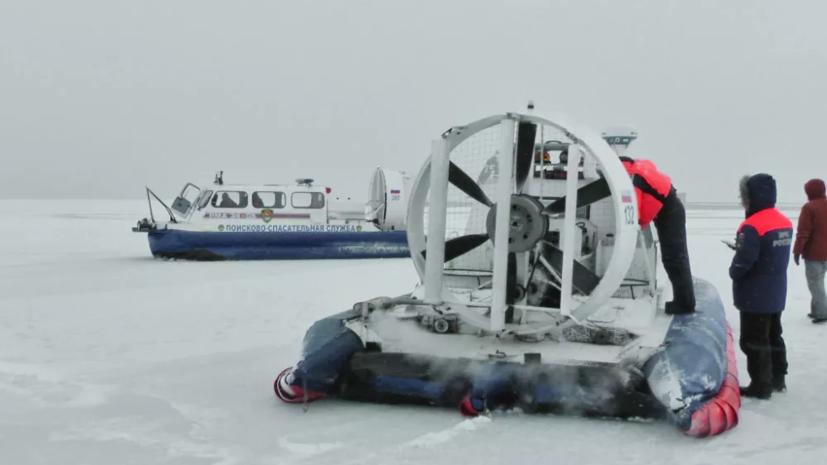 巨大浮冰飘走,冰层上250人在钓鱼,命悬一线只见气垫船高速驶来