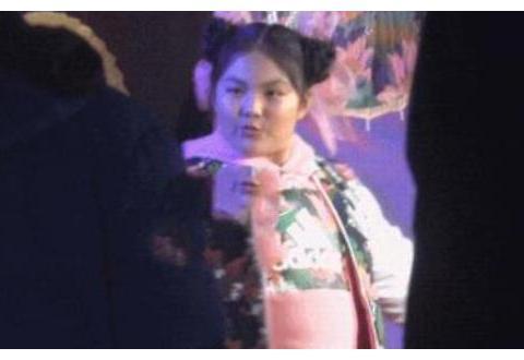王诗龄10岁为某牛奶做代言,看看她的喝法,难怪商家会选她
