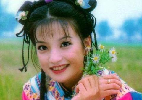 他与赵薇恋爱过,最后却娶了她闺蜜,如今47岁百亿身家很幸福