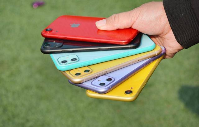 iPhone 6S用了5年,现在卡顿且内存不够,换什么手机好?