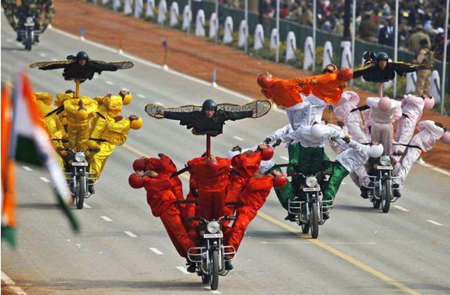 印度大阅兵,奥巴马笑场莫迪脸立马黑了,网友:实在忍不住