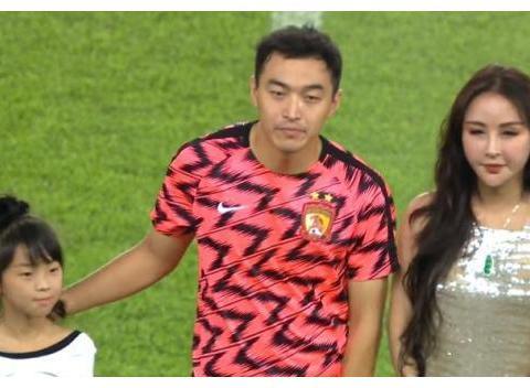 2球惨败江苏苏宁,恒大热身赛2场狂丢7球,还要放走防线老将?
