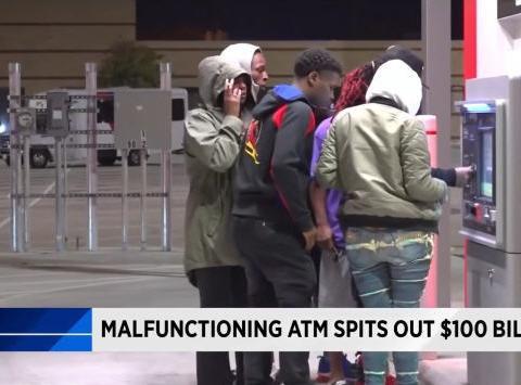 ATM故障10倍出钞,人们闻迅疯狂取钱,银行的表态让人们懵住