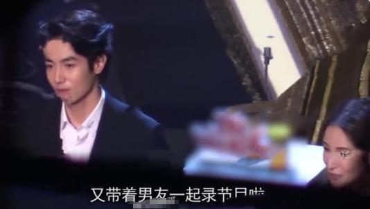 萧亚轩带小16岁男友录节目,两人频繁互动撒狗粮,热恋状态太甜蜜