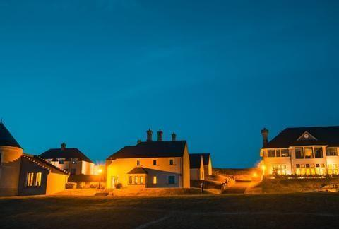 北爱尔兰的这个地方,外形像苏格兰谷仓,当年还举办过八国峰会