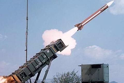 沙特空军发动百轮空袭,击垮胡塞武装力量:原来是得到美军支持