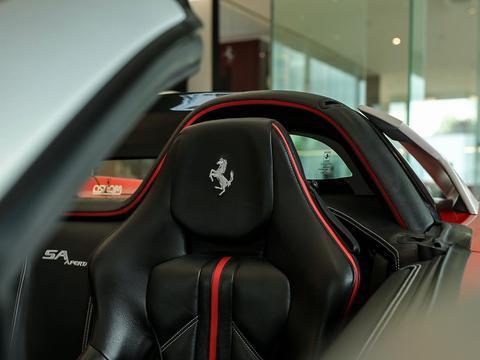 法拉利599敞篷版实车 优雅拉风的设计