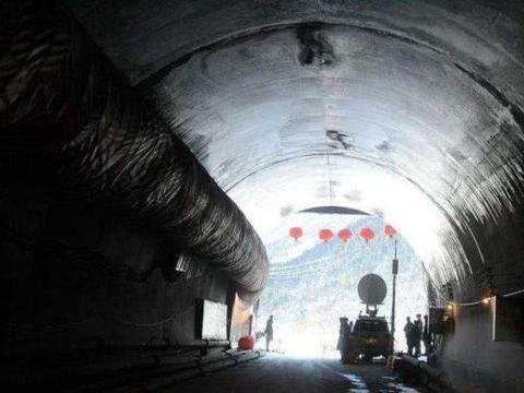 国内施工速度超慢的隧道,3年才挖4米,但外国媒体却纷纷称赞