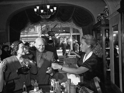 苏联的黄金时代,经济高速发展,人们生活幸福