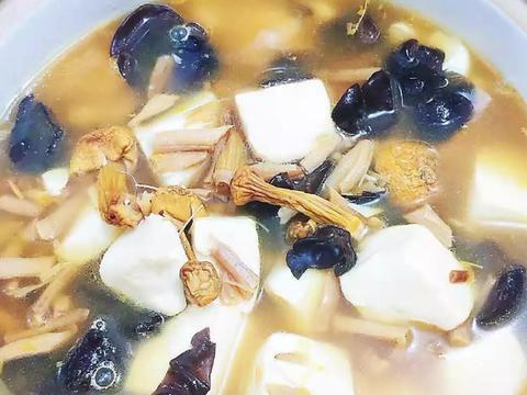 大叔家的家常菜:姬松茸豆腐汤,香气扑鼻,汤鲜味美,家人爱吃!