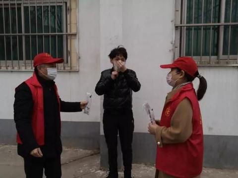"""濮阳市第二实验小学开展""""送口罩、献爱心""""志愿服务活动"""