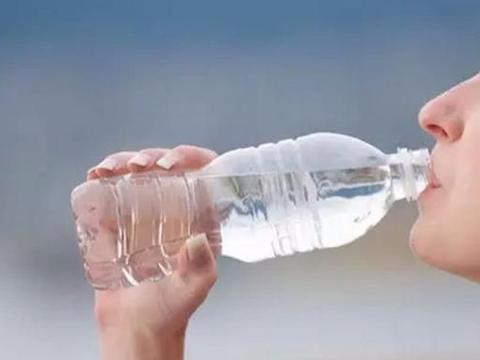 多喝水究竟对身体有没有好处?听听专家的分析