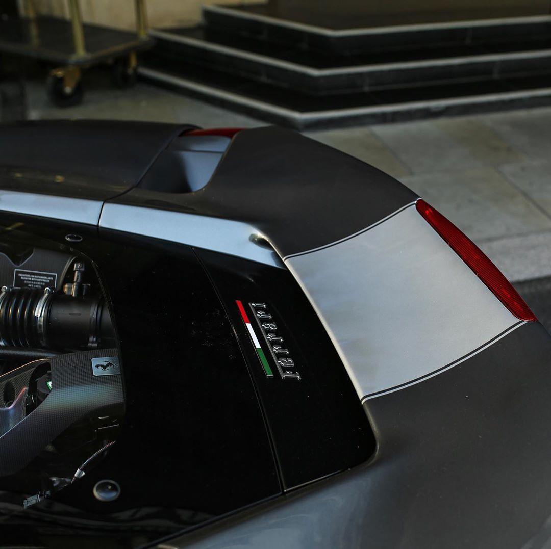 法拉利488 Pista实车街拍 大气运动的设计