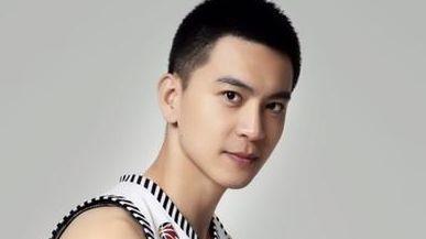 CBA第一美男子,效仿朱芳雨当经理,34岁年入百万,妻子貌美如花