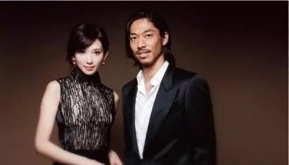 林志玲婚再后现身,穿粉色镂空裙,穿衣风格越来越卡哇伊