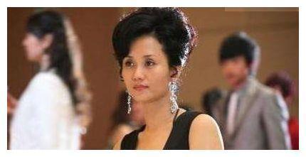 赵丽颖妈妈端庄, 杨幂妈妈大气, 刘诗诗妈妈气质, 唯她比女儿还魅