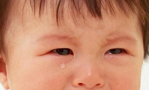 孩子爱撒娇?心理专家指出,孩子爱撒娇实际上是缺乏安全感的表现
