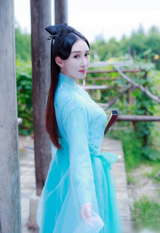 古装虽不时尚,但拍古装写真比较时尚流行,美女会美成天仙!