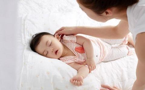 叫孩子乖乖起床的几个攻略,学会4招,再也不担心孩子懒床了