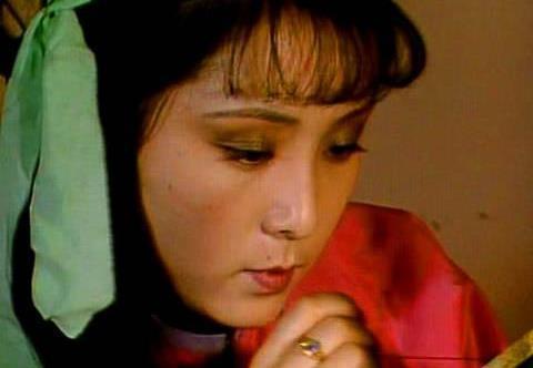 红楼梦:宝玉的雀金裘,为何只有晴雯能补?晴雯的背景不一般