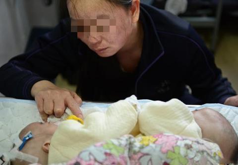 55岁妈妈生起双胞胎,担心产后没人照顾,儿子:别慌有你儿媳呢