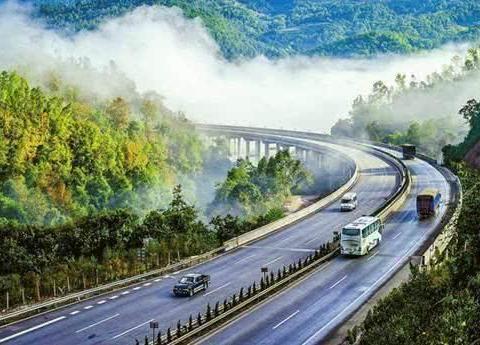 中国第一条国际高速:全程近2千公里,20小时可途径3个国家