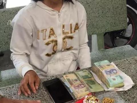 乞讨女孩随身携带3万现金和黄金首饰,网友看后想辞掉工作