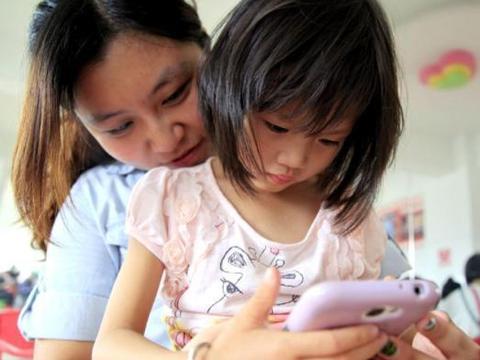 """手机让孩子慢慢""""变坏""""?这个锅手机不背,问题出在孩子自己身上"""
