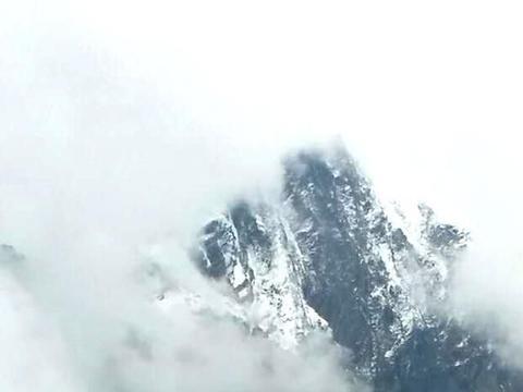 四姑娘山还是有点难度,由于天气原因止步于5250米