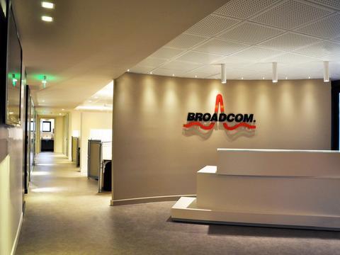 苹果供应商博通(Broadcom)宣布 再次与苹果签订供货协议
