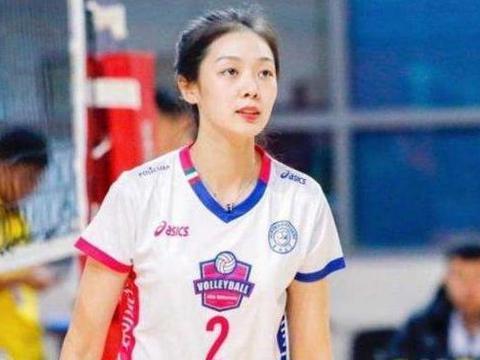 """中国排球界最""""低调""""女神,颜值不输惠若琪,退役后恋上2米男友"""