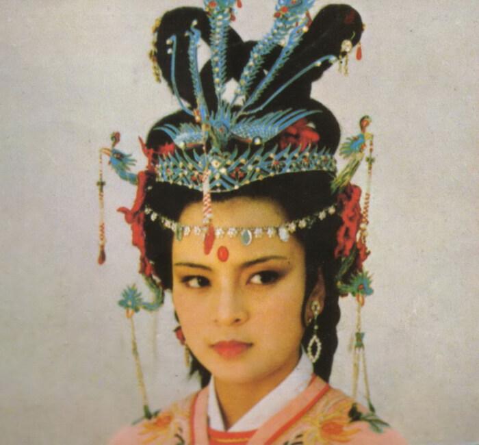 87版《红楼梦》之探春剧照:又红又香又扎手的玫瑰,气度不凡