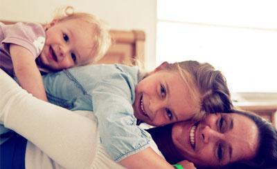 """宝宝和谁睡就和谁更亲?有效的互动才是维护亲子关系的""""纽带"""""""