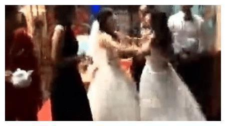 婚礼变闹剧,低俗婚礼现场引起争议,网友:就该不结婚