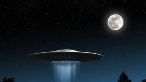 游客在新疆发现神秘发光物,现身高空疑似UFO,专家解释让人意外