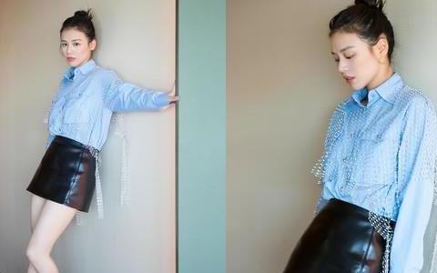 马思纯太清纯减龄了,蓝色衬衫搭配黑色半裙,清新又不失活泼俏皮