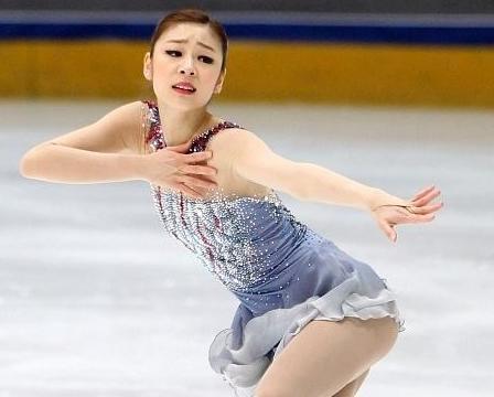 她是浅田真央的姐姐,花滑天赋不输妹妹,拥有不输卡戴珊的身材