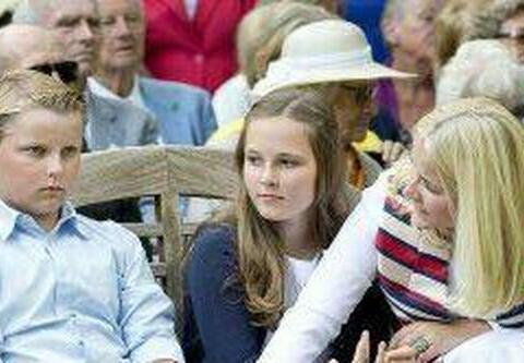 挪威王室出了一个搞怪的小王子泥石流般表情包完胜小乔治