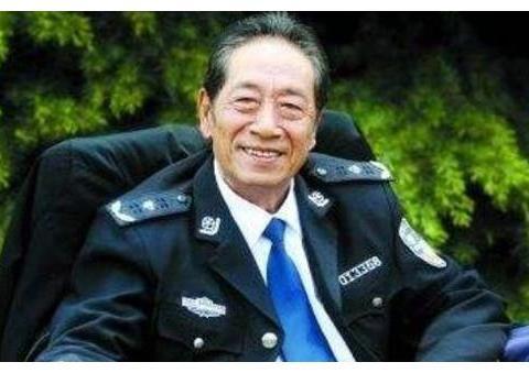 73岁王奎荣近照, 娇妻比他小37岁, 竟是圈内熟悉的女演员