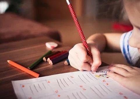 辅导作业气到心梗?小学陪读关键期怎么做更好?