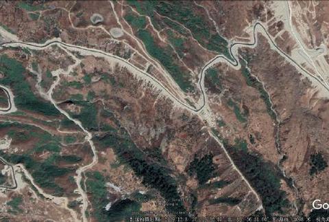 洞朗冲突印军完败,一条崭新柏油公路直通山顶,99坦克呈碾压之势