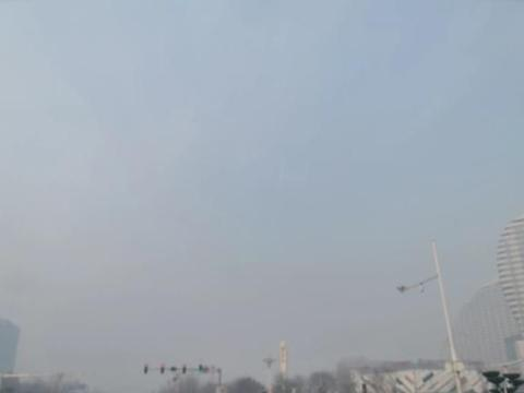 今天保定的霾,有淡淡的蓝色!!!燃放烟花爆竹真的那么重要吗