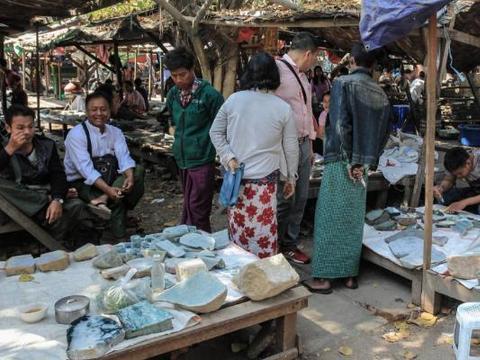 缅甸人疑惑:翡翠便宜,为何中国游客不爱买?只因这一点