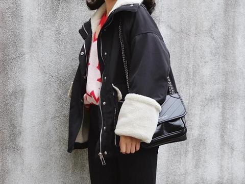 """最近火了一种新穿法,叫""""羊羔毛外套+裤子"""",时尚博主都上头"""