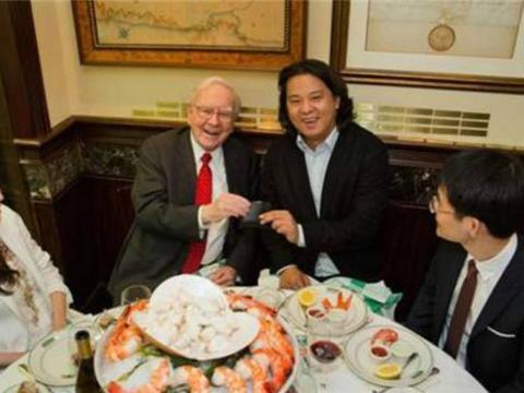 """曾花""""天价""""邀请巴菲特共进午餐的三个华人,如今都怎样了?"""