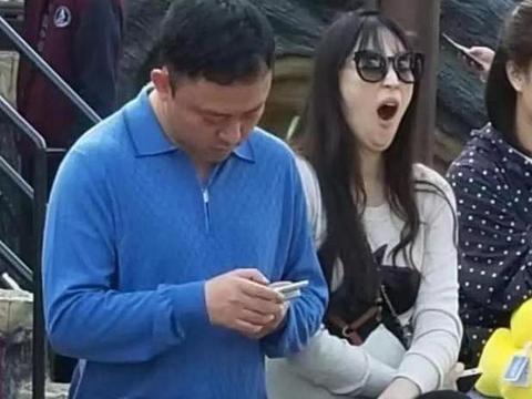吴佩慈为第四胎办派对,众多友人却少了男主,媒体照片说明真相